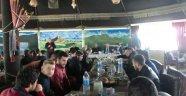 İmam Hatip Lisesinden Üniversitede Okuyan Mezun Öğrencilerine Yemekli Buluşma