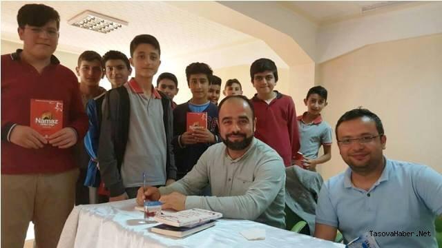 Taşova'da Namaza Koşan Genç Konulu Konferans Düzenlendi