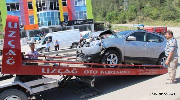 Taşova'da trafik kazası üç yaralı