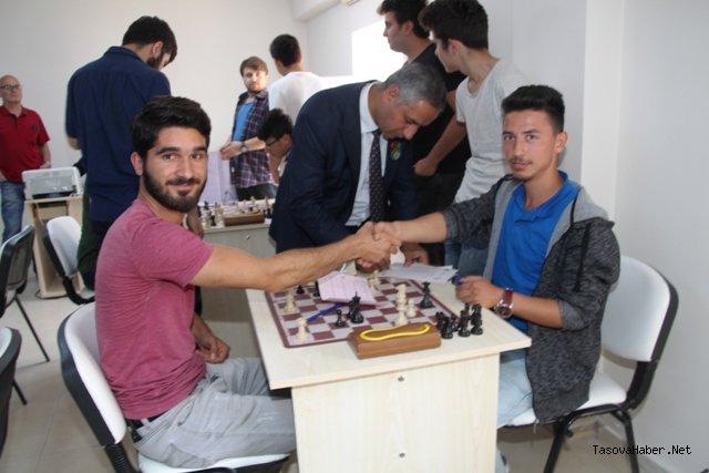 Taşova'da satranç turnuvası düzenlendi